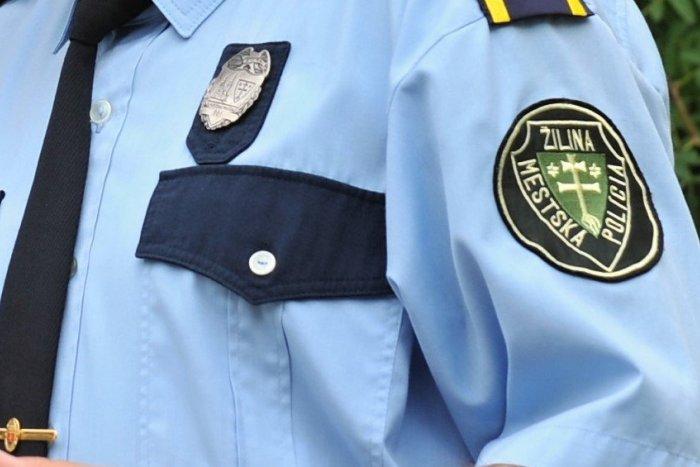 Ilustračný obrázok k článku Nakúkal do bytovky a onanoval: Mladíka zadržali žilinskí mestskí policajti