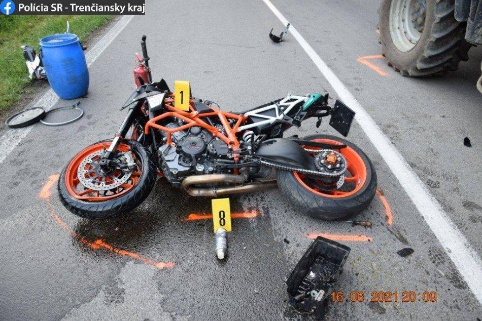 Ilustračný obrázok k článku Smrť motocyklistu: Išiel rýchlo a v protismere narazil do traktora, FOTO