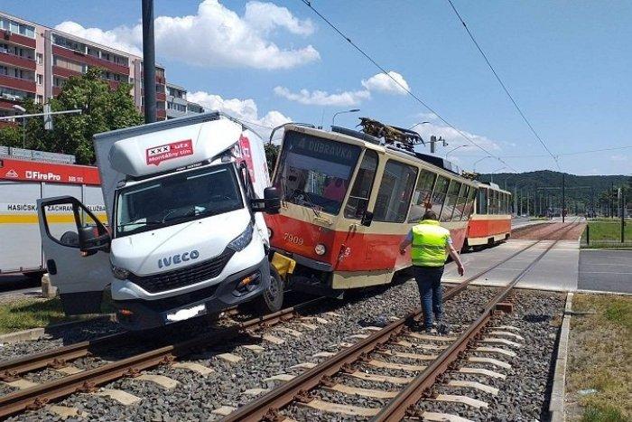Ilustračný obrázok k článku Vážna nehoda v Bratislave: Električka sa ZRAZILA s nákladným autom