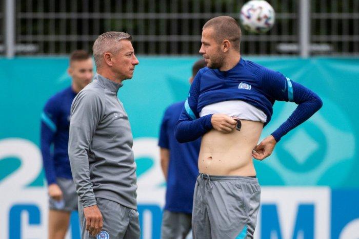 """Ilustračný obrázok k článku EURO 2020: Koronavírus """"zavítal"""" aj do slovenskej kabíny! V karanténe je Vavro"""