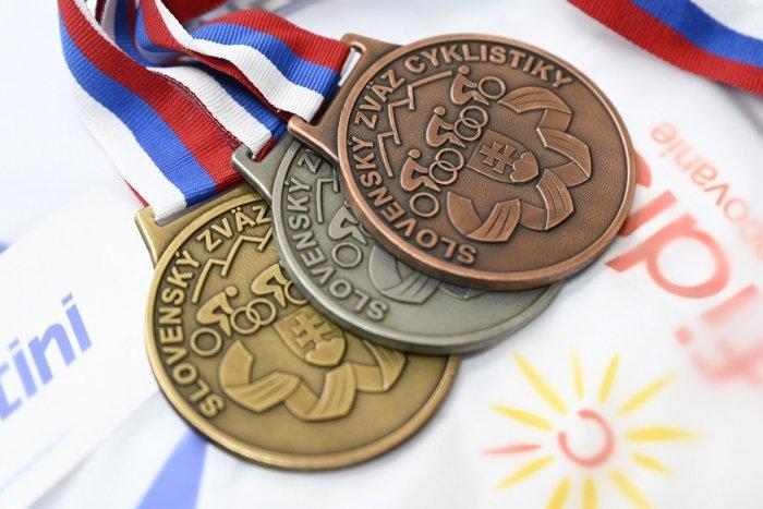 Ilustračný obrázok k článku Cyklistický šampionát sa rozbehol: Zlato, striebro i bronz idú do Trenčína