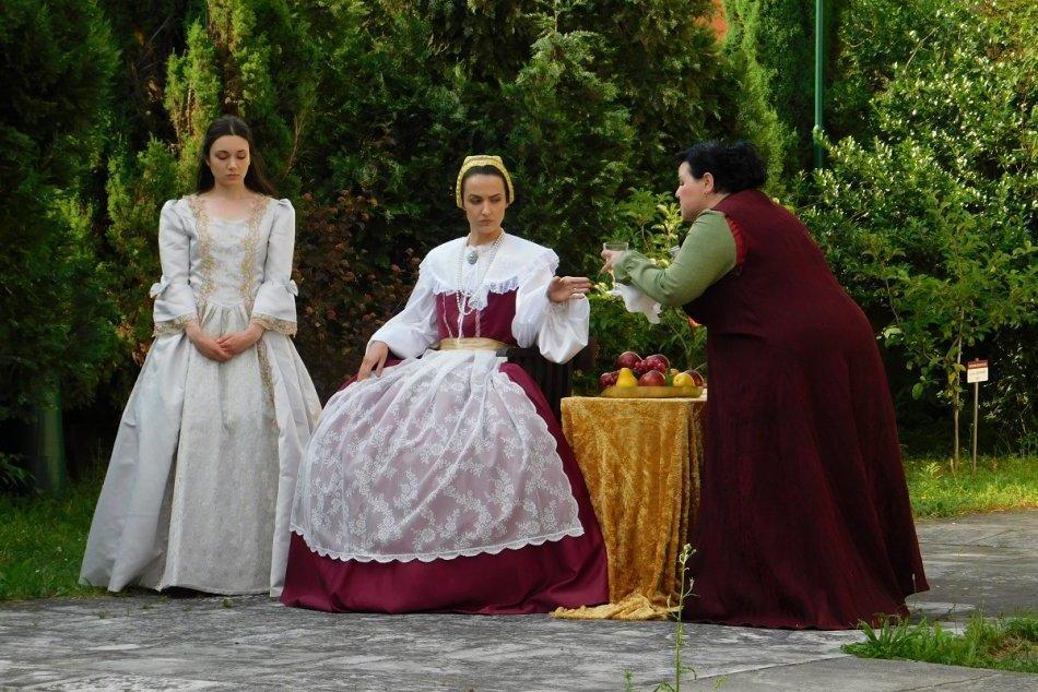 Ilustračný obrázok k článku V Bojniciach to bude žiť: Vracajú sa divadelné predstavenia priamo v meste