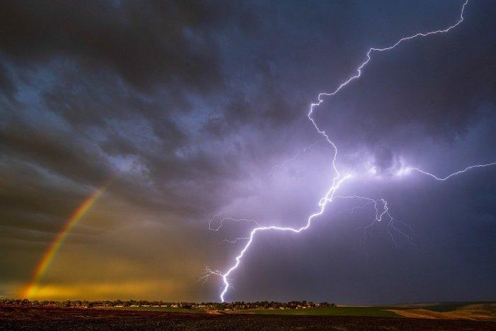 Ilustračný obrázok k článku Pekelné HORÚČAVY vystriedajú búrky: V Bratislave to bude pestré. Kedy hrozí poriadny lejak?