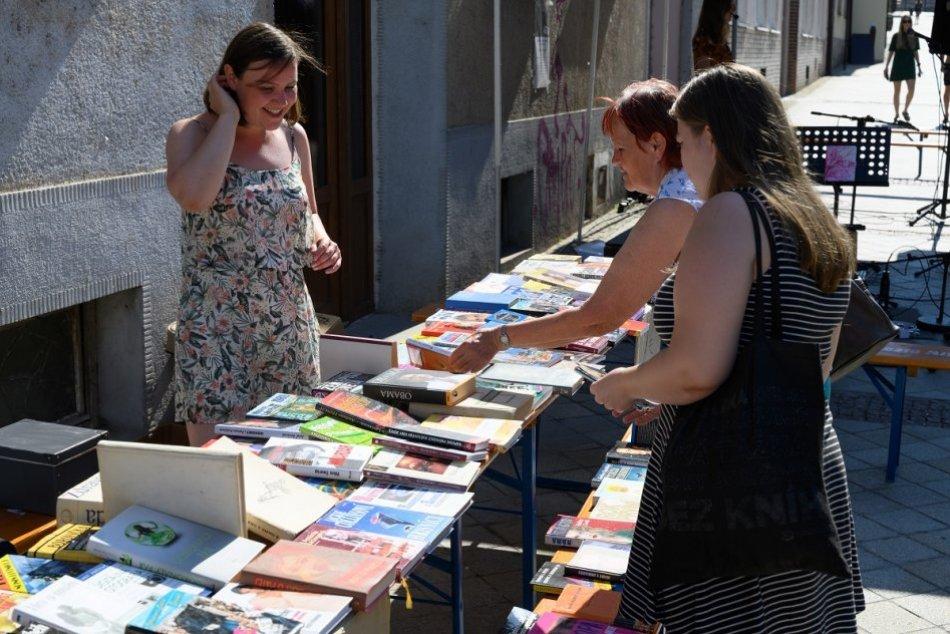 Ilustračný obrázok k článku Odneste si domov nové kúsky: Námestie ožije veľkou burzou kníh