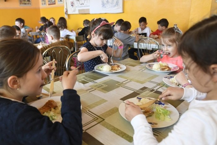 Ilustračný obrázok k článku Viac detí bude mať nárok na dotáciu na stravu. Ktorých rodín sa to dotkne?