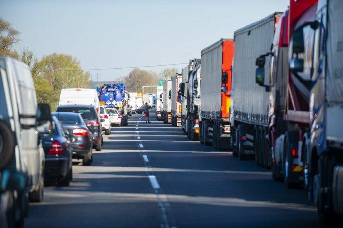 Ilustračný obrázok k článku Pri Trenčíne sa opravuje diaľničný most: Dopravné obmedzenia potrvajú mesiac