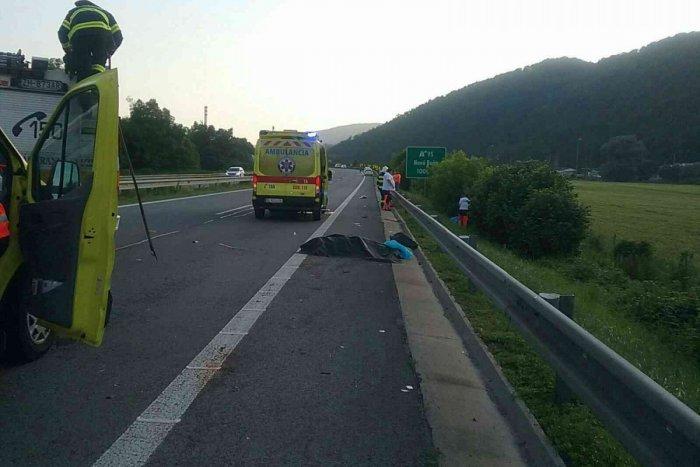Ilustračný obrázok k článku Tragédia na R1: Chodec po zrážke s autom nemal šancu, zranený je aj vodič! FOTO