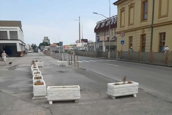 Ilustračný obrázok k článku Situácia pred železničnou stanicou: Začalo sa s úpravami, vybudujú nový pruh