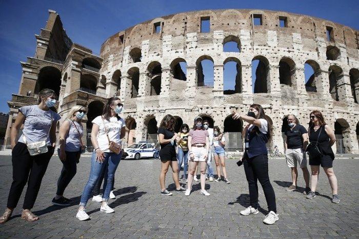 Ilustračný obrázok k článku Taliansko ruší povinné nosenie rúšok vo vonkajších priestoroch. Kde ich ešte musíte mať?