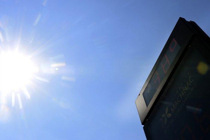 Ilustračný obrázok k článku Blíži sa NAJHORÚCEJŠÍ deň: Teplomer môže vyskočiť až na +39 °C! Búrky zanechajú spúšť