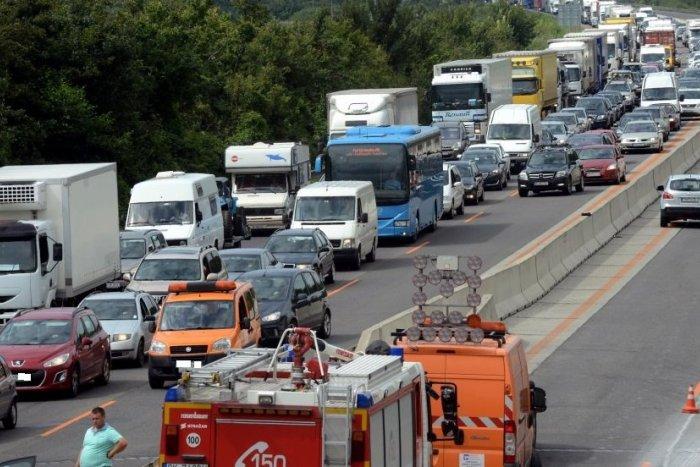 Ilustračný obrázok k článku Na R1 došlo k nehode: Cestu úplne uzatvorili v obidvoch jazdných smeroch