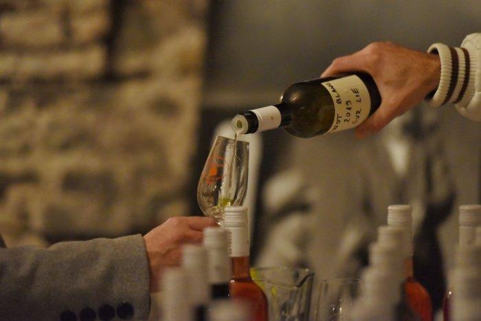 Ilustračný obrázok k článku Veľká slávnosť už tento piatok na nádvorí radnice: PRÍDETE? Čaká na vás 250 vín!