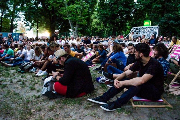 Ilustračný obrázok k článku TIPY na víkend: Nitra ponúkne letné kino, tančiareň pod hradom aj koncert Desmodu
