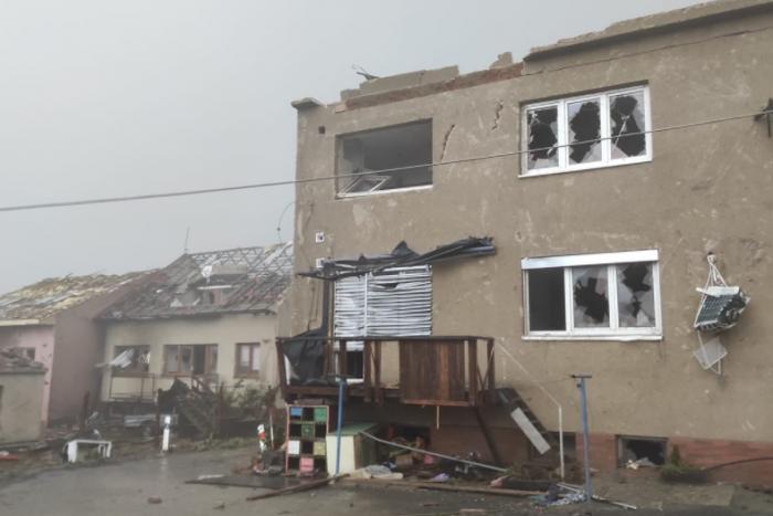 Ilustračný obrázok k článku Extrémne búrky na hranici s Českom: Hlásia obrovské škody po mohutnom TORNÁDE!