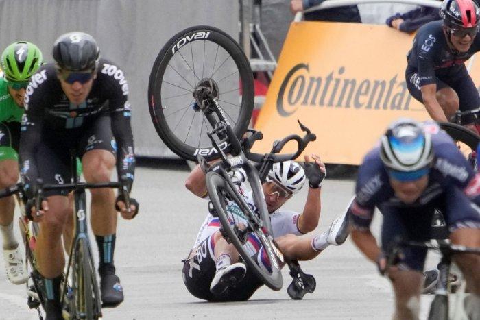 Ilustračný obrázok k článku Trielil za víťazstvom, ale po páde je DOTLČENÝ! Bude Sagan pokračovať na Tour? VIDEO + FOTO