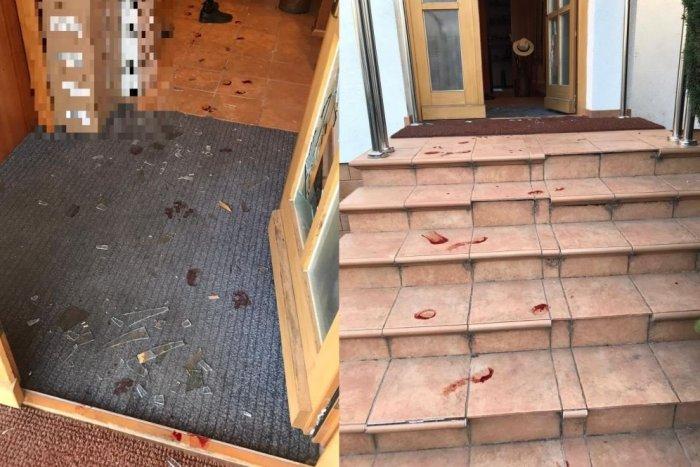 Ilustračný obrázok k článku Muž z okresu Topoľčany rozkopal dvere do domu: Zakrvaveného ho chytila polícia
