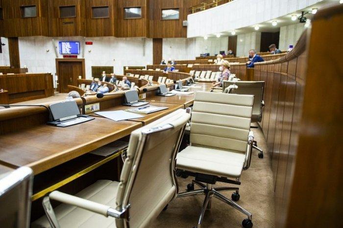 Ilustračný obrázok k článku Začiatok schôdze k odvolávaniu Matoviča sa toľko odkladal, až opozícia odišla