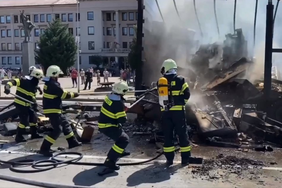 Ilustračný obrázok k článku Obrovské plamene a kúdoly dymu: V centre Nitry horel náves nákladného auta, FOTO