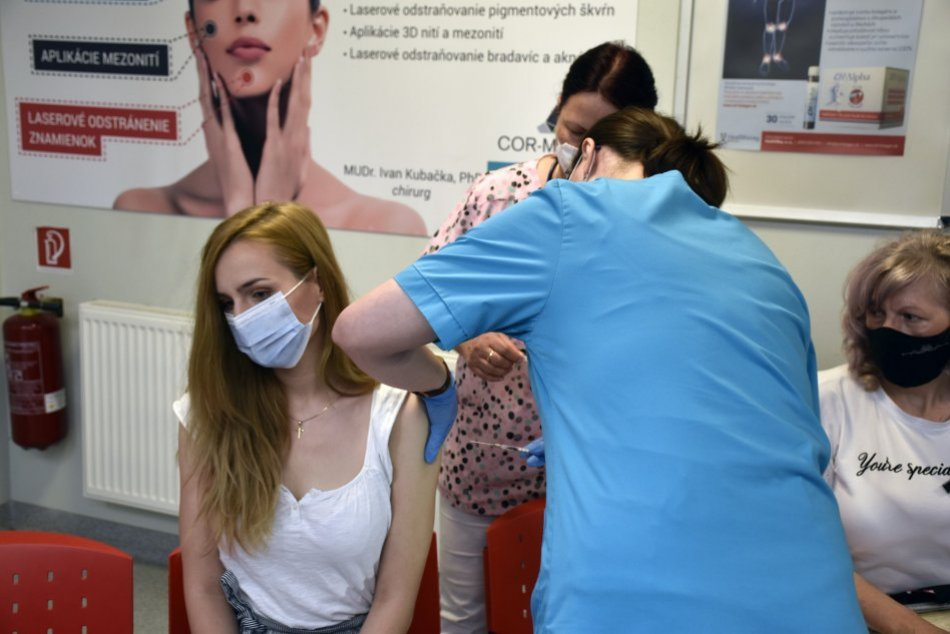 Ilustračný obrázok k článku Ambulantní lekári začali očkovať proti COVID-19. Akú vakcínu vám pichnú?