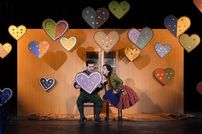Ilustračný obrázok k článku Do mesta prichádza Páví kráľ: Prešovské divadlo uvedie premiéru úchvatnej rozprávky
