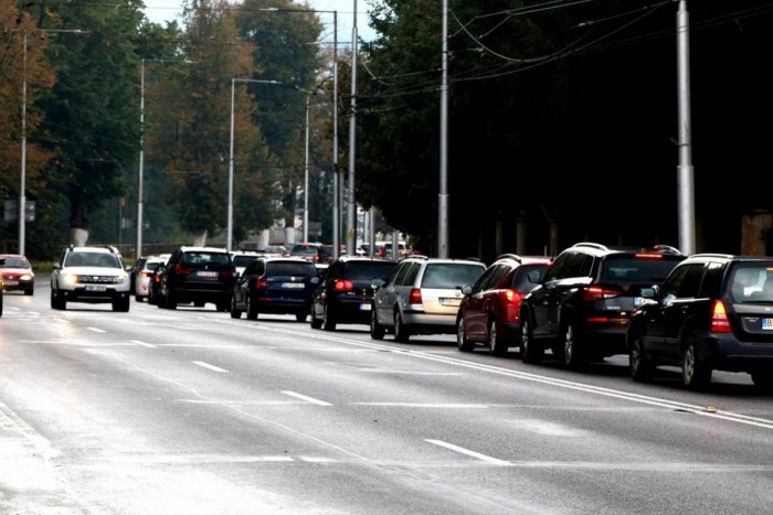Ilustračný obrázok k článku Máte nápad, ako v Bystrici vylepšiť opatrenia v oblasti dopravy? TU sa môžete vyjadriť