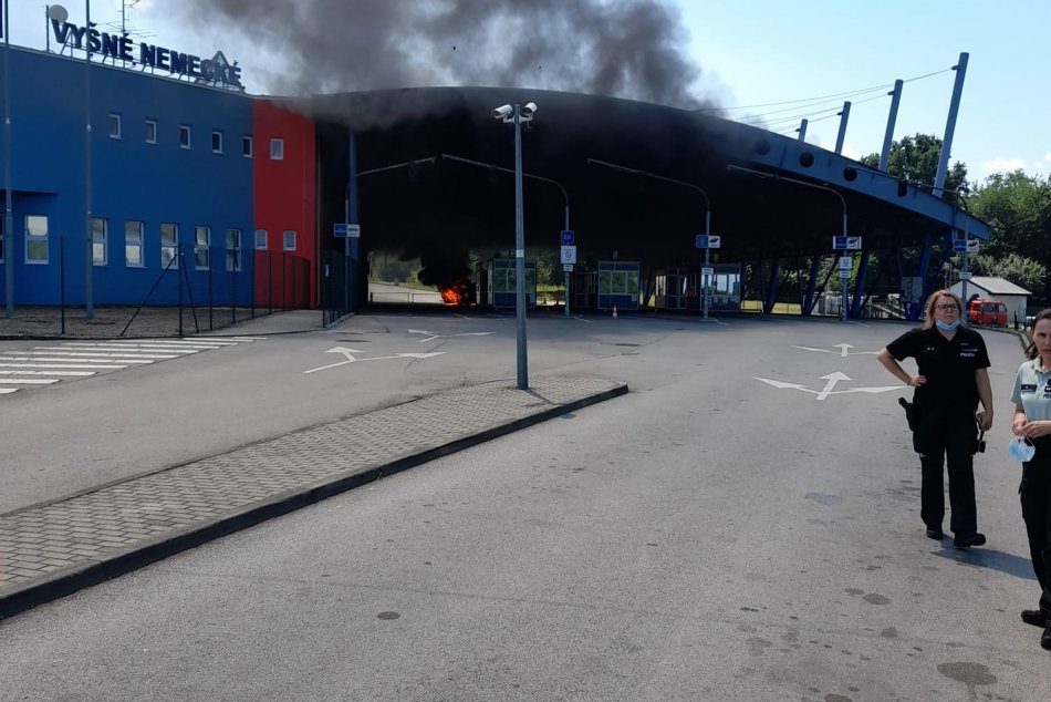 Ilustračný obrázok k článku Dočasné obmedzenie vo Vyšnom Nemeckom: Ukrajinec podpálil na hranici auto