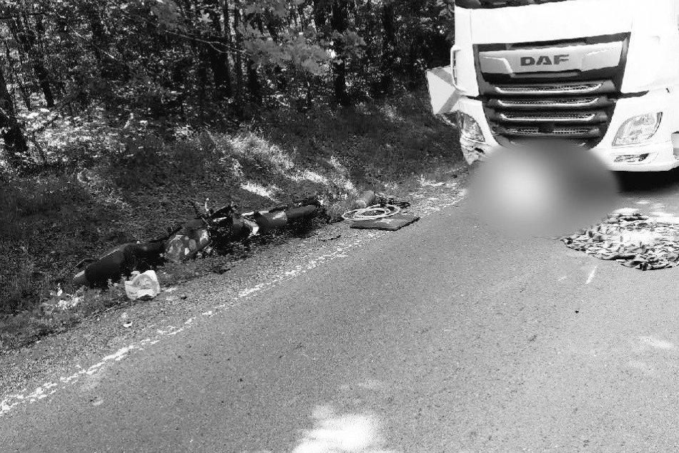 Ilustračný obrázok k článku Tragédia v Banskobystrickom kraji: Motorkár neprežil zrážku s kamiónom, FOTO
