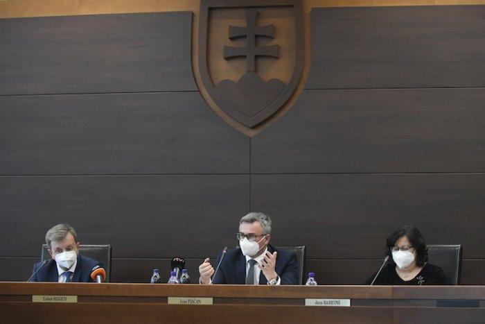 Ilustračný obrázok k článku SVET O SLOVENSKU: Referendum nebude. Ale prečo tie nadávky?