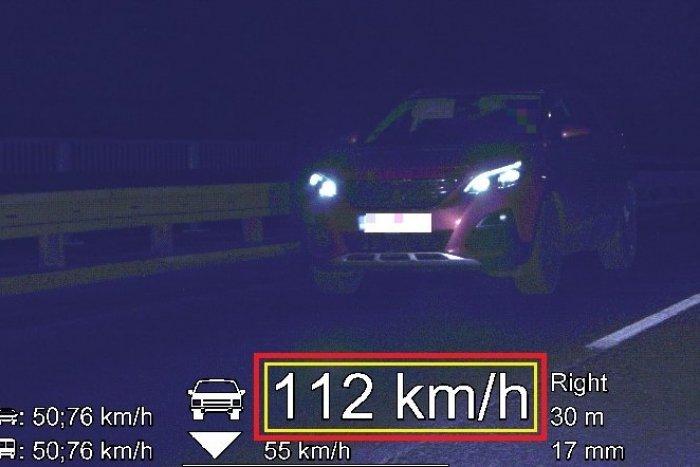Ilustračný obrázok k článku Nočná akcia polície: Vodič sa po Šali rútil rýchlosťou 112 km/h!