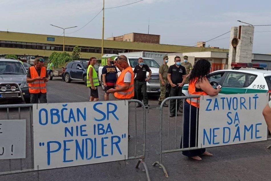 Ilustračný obrázok k článku Nespokojní pendleri protestujú: Zatarasili hraničný priechod! FOTO