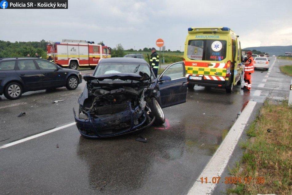 Ilustračný obrázok k článku Pri nehode na Zemplínskej šírave sa zranilo až 8 ľudí! Hrozivé zábery z cesty