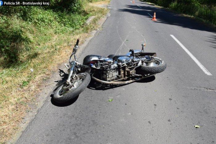 Ilustračný obrázok k článku SVET O SLOVENSKU: Otec si vypil a na motorke havaroval aj s dcérou