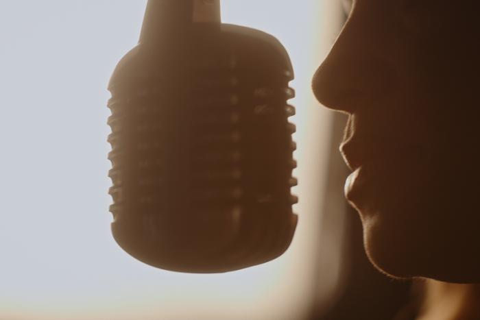 Ilustračný obrázok k článku Rodáčka z Prešova sa pripomenula v novej piesni: Vznikol ZAMATOVÝ hit s Maštalírom