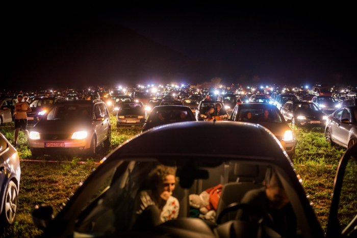 Ilustračný obrázok k článku Je tu program filmovej noci na hrade Šariš: AUTOKINO kvôli počasiu museli presunúť