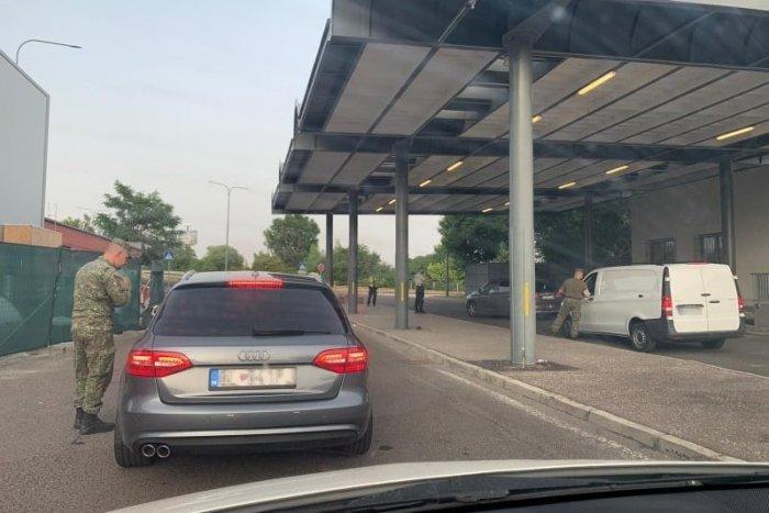 Ilustračný obrázok k článku Režim na hraniciach sa ešte NEZMENIL! Čo musíme dodržiavať po príchode na Slovensko?
