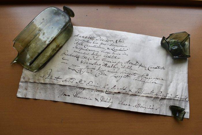Ilustračný obrázok k článku Fantastický objav: TENTO odkaz vo fľaši na nás čakal 200 rokov!