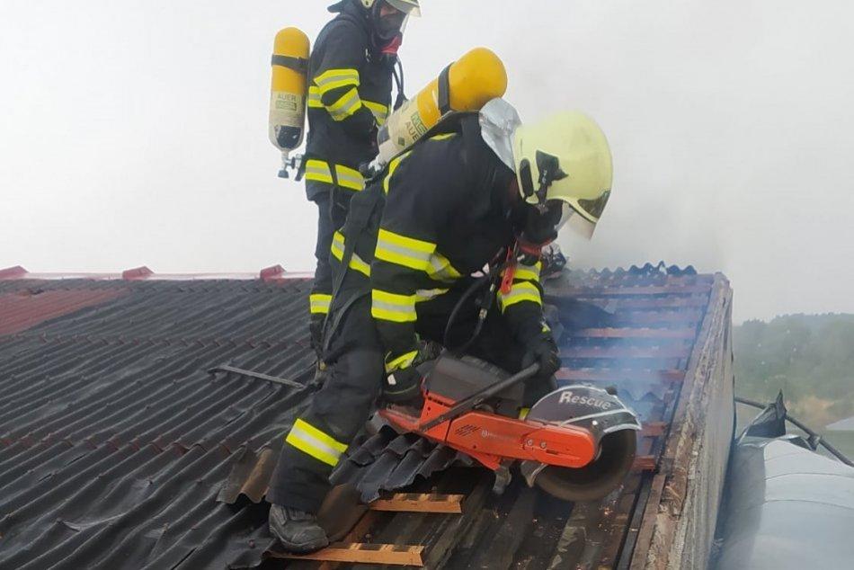 Ilustračný obrázok k článku Veľký požiar v Bošanoch: Na pomoc prišli hasiči až z piatich okresov, FOTO