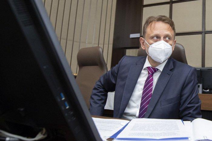 Ilustračný obrázok k článku K Lučencu mieri minister Vlčan: Spolu s Lengvarským podporia hromadné očkovanie zamestnancov