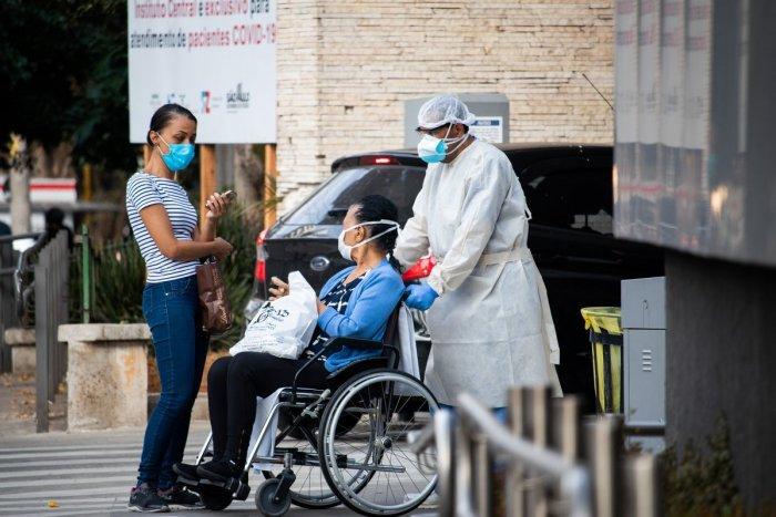 """Ilustračný obrázok k článku V """"rodisku"""" koronavírusu čakajú na nezaočkovaných ZÁKAZY: Nepustia ich do škôl či nemocníc!"""