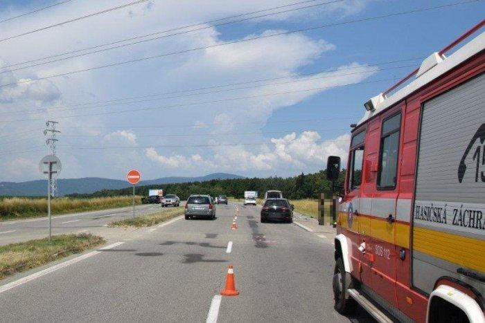 Ilustračný obrázok k článku Nehoda pri Šírave: Auto z protismernej štvorprúdovky skončilo v priekope, FOTO