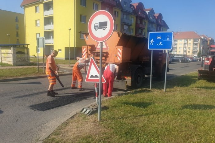 Ilustračný obrázok k článku Vodiči, pozor! Na TÝCHTO uliciach cestári opravujú výtlky
