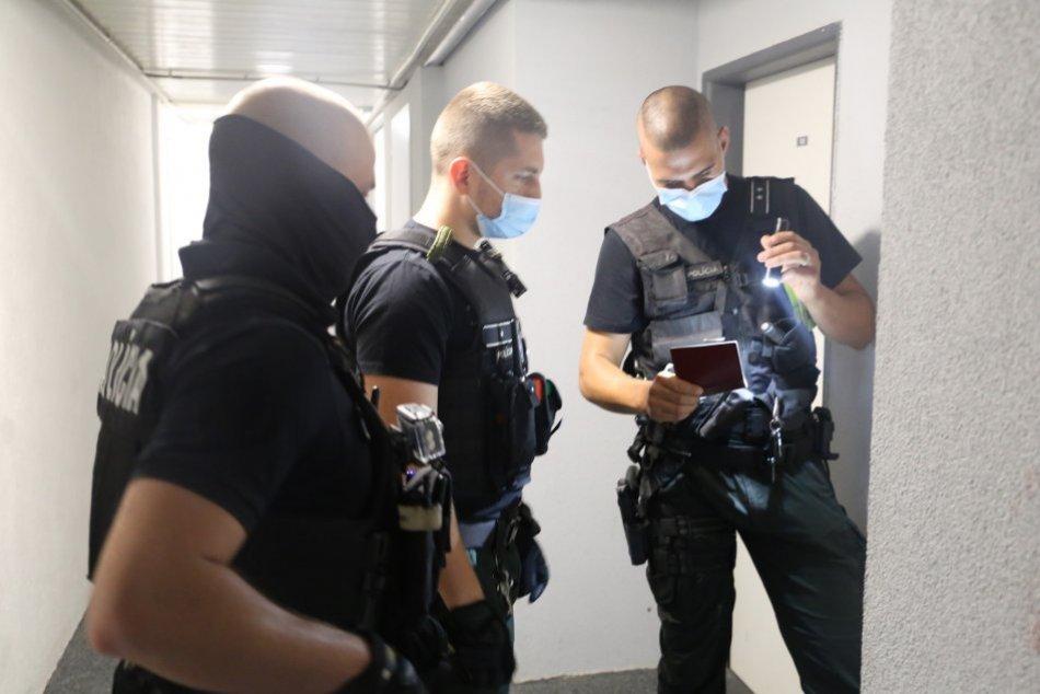 Ilustračný obrázok k článku Policajti si posvietili na cudzincov: Viacerí mali falošné doklady, FOTO