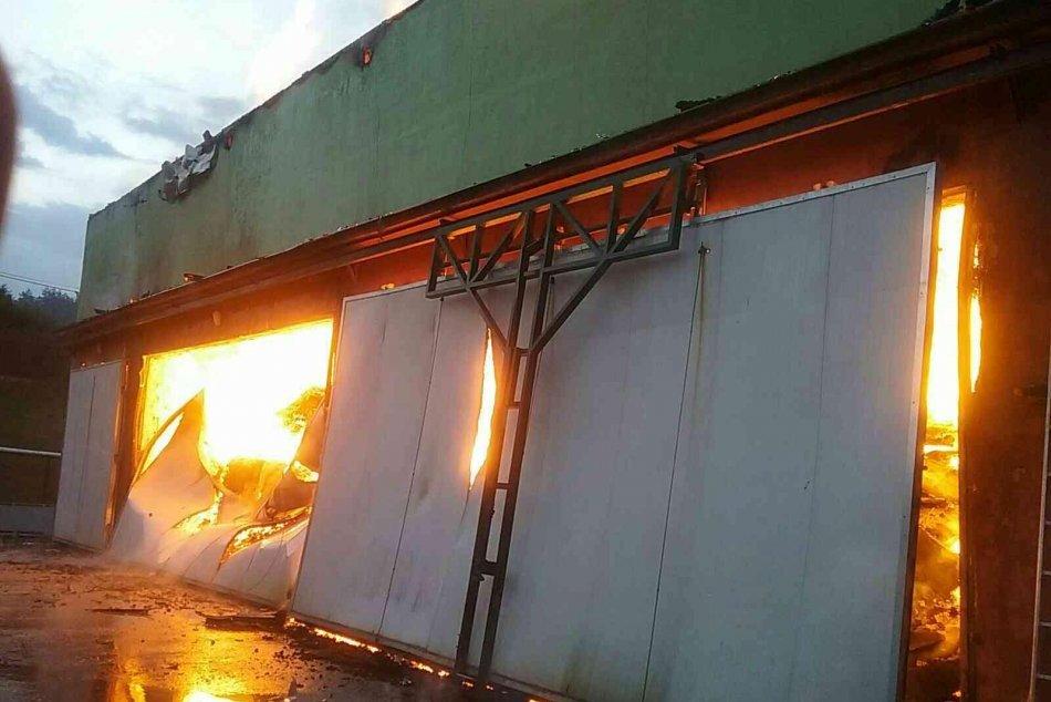 Ilustračný obrázok k článku V Starej Kremničke horí píla: V akcii sú desiatky hasičov, FOTO