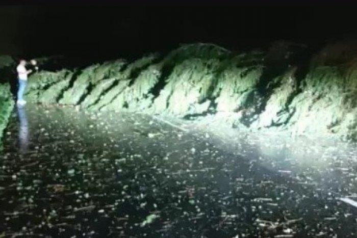 Ilustračný obrázok k článku Slovenskom sa prehnali silné búrky: Na Liptove vyčíňalo ničivé bow echo