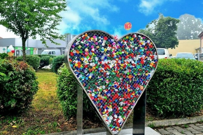 Ilustračný obrázok k článku V meste pribudlo špeciálne kovové srdce: O pár dní už bolo plné až po okraj