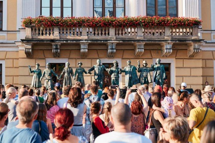 Ilustračný obrázok k článku Festival Živé sochy opäť v Spišskej: Čo všetko nás čaká okrem Landla a známeho míma?