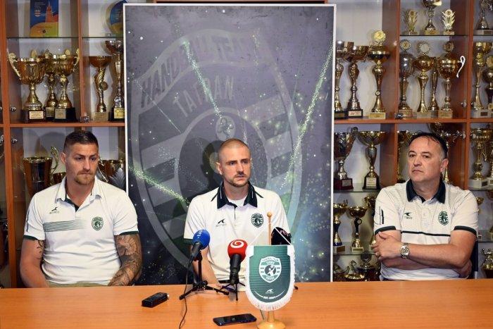 Ilustračný obrázok k článku Posmievali sa im, že sú posadnutí: Hádzanári Tatrana sa pripravujú na dôležitý zápas