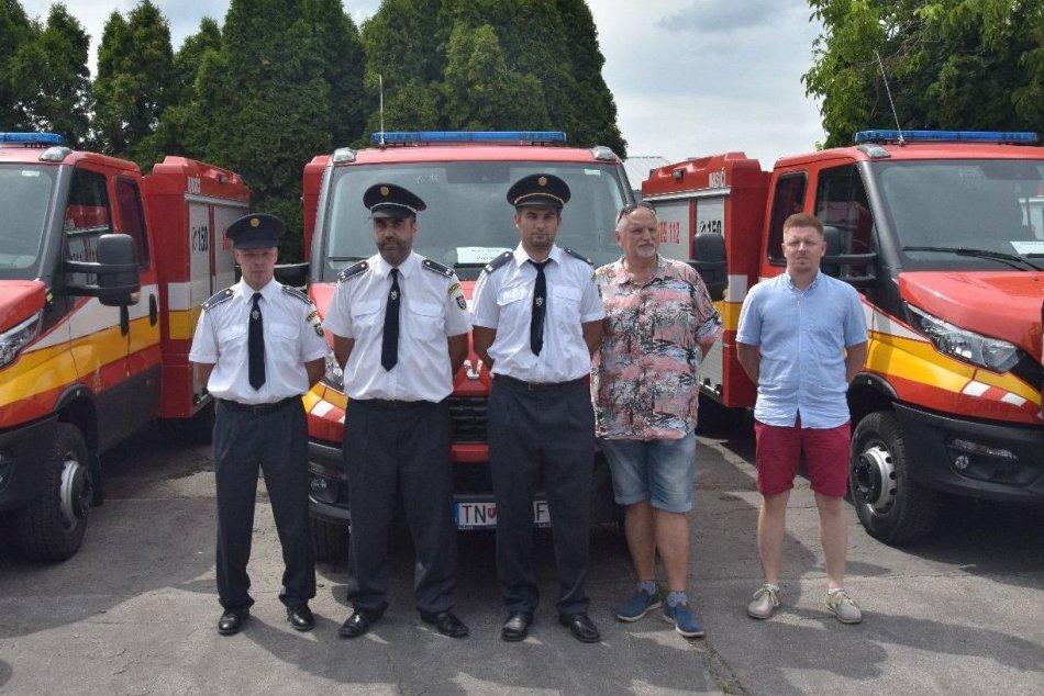 Ilustračný obrázok k článku Dobrovoľní hasiči z 13 miest a obcí Trenčianskeho kraja majú nové vozidlá, FOTO