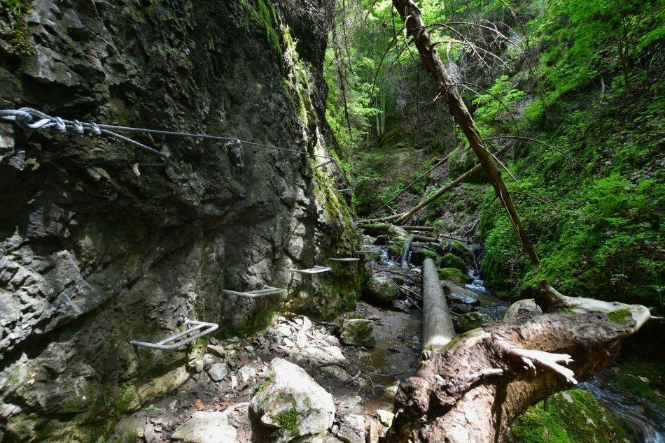 Ilustračný obrázok k článku Počuli ste už o TOMTO mieste? V Banskobystrickom kraji máme malý Slovenský raj, FOTO