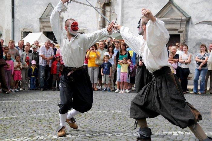 Ilustračný obrázok k článku Deň s nádychom stredoveku: Po ročnej prestávke sa do Kremnice vracajú Cechové hody a jarmok